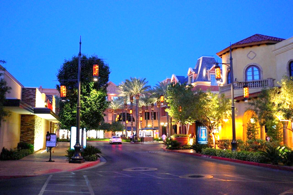 Seasonal Brand Associate - Town Square LAS VEGAS BLVD SOUTH Las Vegas, Nevada Job#: Date Posted: Sep. 05, Job Status: Seasonal. Apply Save Job Remove As a seasonal sales associate, your responsibilities, shifts, and employment period will be based on the needs of the business.